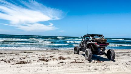 Team Hytiva® Pre-running by the Baja Beach