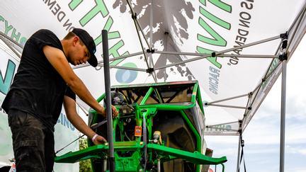 Team Hytiva Shawn Saxton Fixing Race UTV